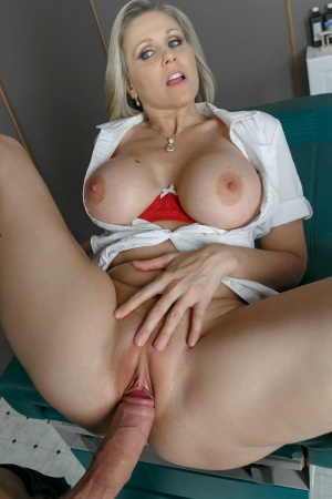 Diosas Sexuales Julia Ann Mommy Got Boobs
